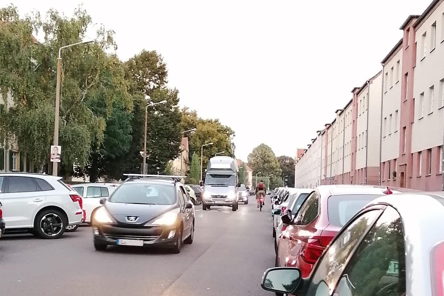 Enge Verhältnisse für Radfahrer/-innen im Triftweg. Foto: privat