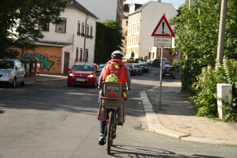 Auffahrt in den östlichen Teil der William-Zipperer-Straße. Foto: Ralf Julke