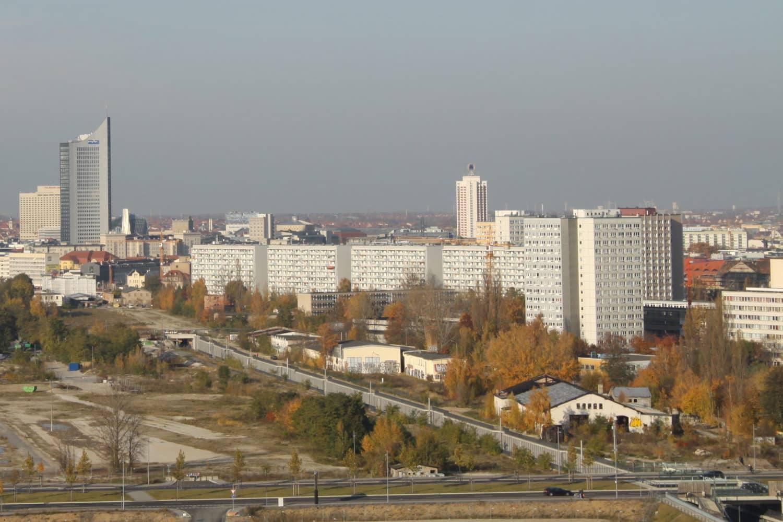Das Baugelände am Dösner Weg östlich der S-Bahn-Strecke. Archivfoto: Matthias Weidemann
